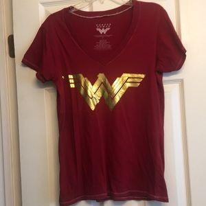 Wonder Woman Size L V-Neck Red & Gold Shirt